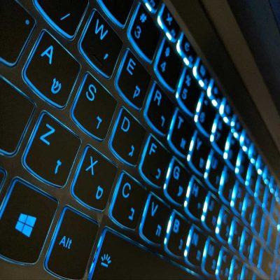 חריטת מקלדת מוארת מחשב נייד